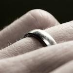 Müslüman Adam, Nişanda Dahi Olsa Altın Yüzük Takar mı?